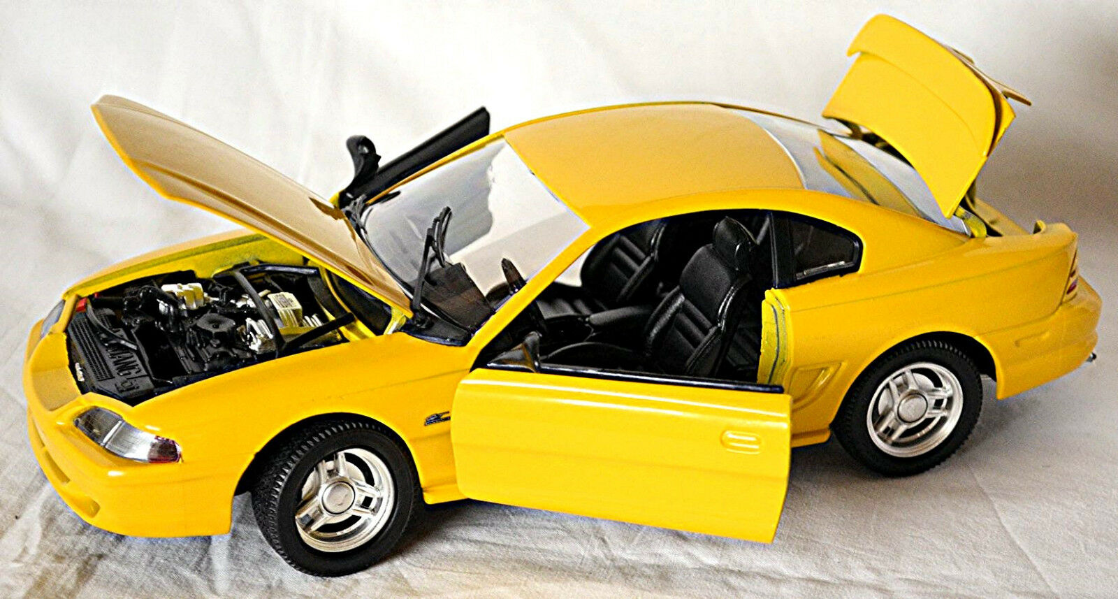 Ford Mustang IV GT Coupe 1994-98 yellow yellow 1 18 Jouef Evolution