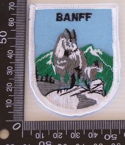 VINTAGE-BANFF-NATIONAL-PARK-EMBROIDERED-SOUVENIR-PATCH-WOVEN-CLOTH-SEW-ON-BADGE