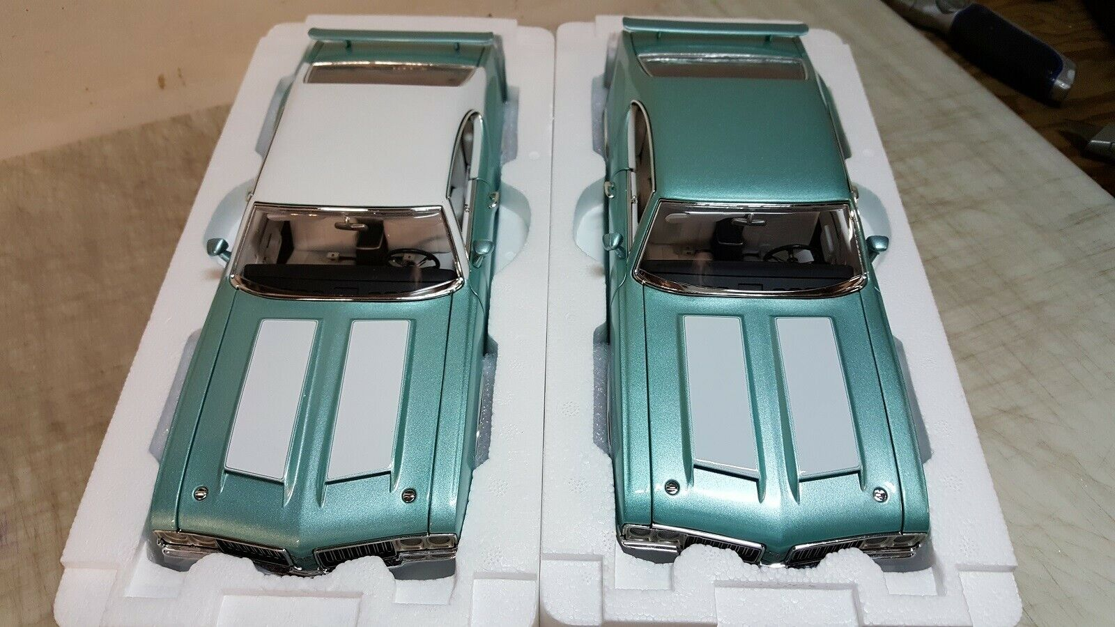 ACME GUYCAST  1 18 1970 OLDSMOBILE 442 W-30 IN TURQUOISE - REGULAR & VINYL TOP
