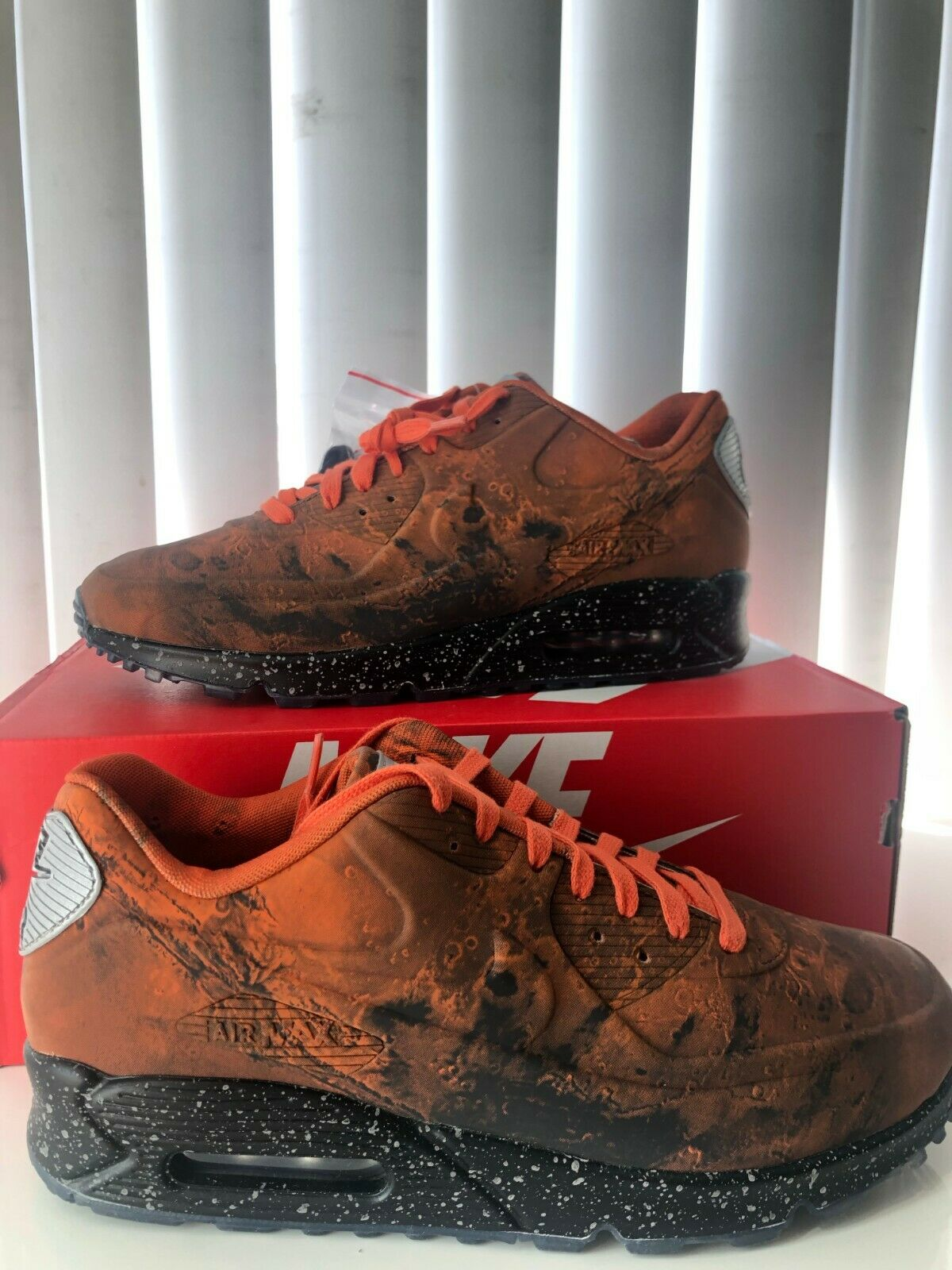 DS Nike AIR MAX 90 QS MARS LANDING Size 10 with receipt