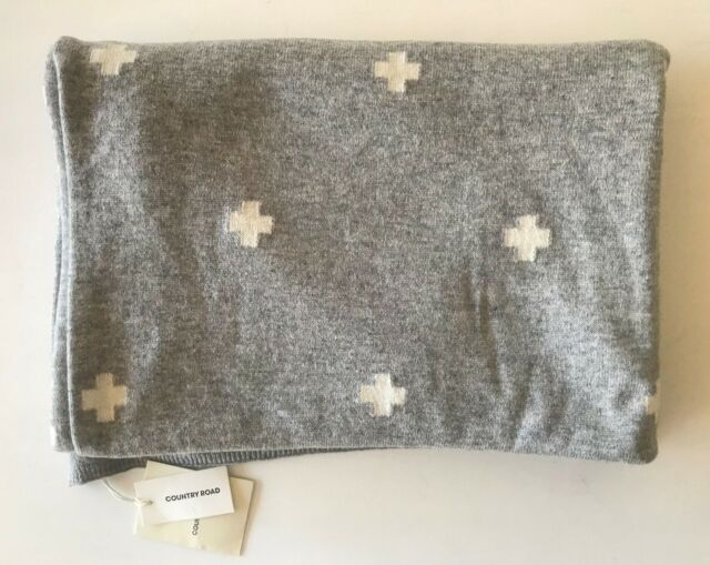 COUNTRY ROAD : NEW! knitted cross scarf wrap - grey white crosses [CR LOVE]