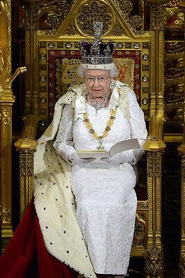 P1022 Queen Elizabeth II 10 x 8 UNSIGNED photograph