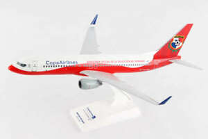 Skymarks-SKR926-Copa-Airlines-Boeing-737-800-Fepa-Fut-Desk-1-130-Model-Airplane