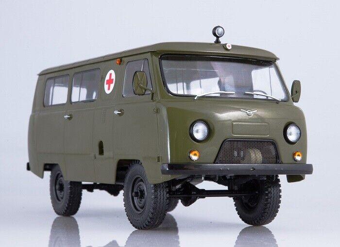 Start Scale Models (SSM) 1 18. UAZ-452A Russian Sanitary Minivan.