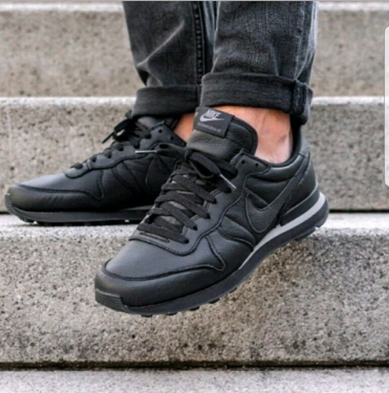 Nike  Hommes  Triple Internationalist Returns In Triple  Noir 1624cc