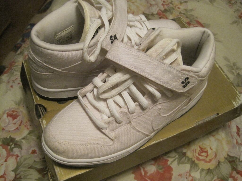 NIKE SB MID DUNKS SIZE 9 best-selling model of the brand
