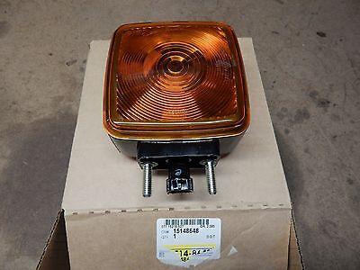 1990-2009 TOPKICK KODIAK C4500 C5500 HOOD TURN SIGNAL LAMP NEW GM # 15148648