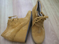 Boden Mustard Suede Wedge Ankle Boots Size ==size 40==6.5 Bnwob