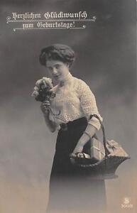 Alte Geburtstagskarte Mädchen mit Geschenken um 1912 beschrieben