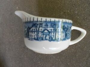 Royal-China-USA-COLONIAL-Heritage-Pilgrim-CREAMER-Blue-and-White
