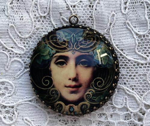 MESMERIZING ART NOUVEAU WOMAN ~ XL ROUND 35mm PENDANT Filigree ~ Vintage Art