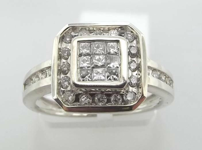 10KT WHITE gold PRINCESS & ROUND CUT DIAMOND CLUSTER RING SIZE 7 (54R 10-10506)