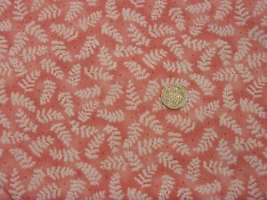 Quilting-Fabric-White-Fern-Leaves-Light-Salmon-BG-Fat-Quarters-100-Cotton