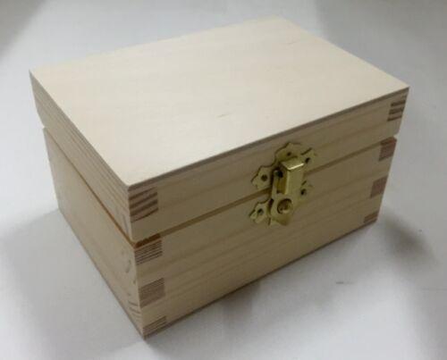 Natural pine wooden display box RN125