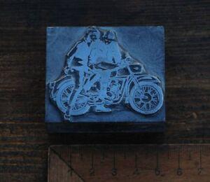 Klischee-MOTORRADFAHRER-Bleisatz-Druckstock-Bleiklischee-Rennfahrer-Motorrad