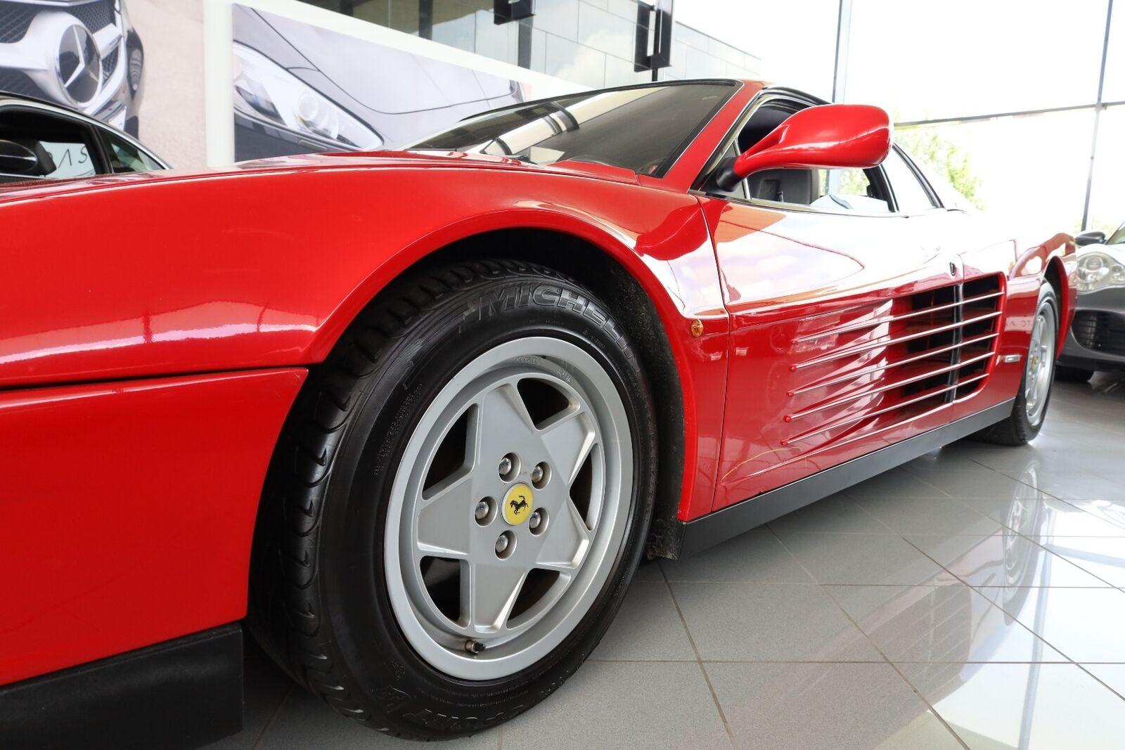Ferrari Testarossa 4,9