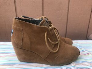 159d857f8df EUC Toms Ankle Boots Women s Size US 6 Brown Suede Leather Lace Up ...