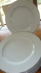 Crown Victoria Lovelace Dinner Plates 6 10 inch plates platinum trimmed EUC