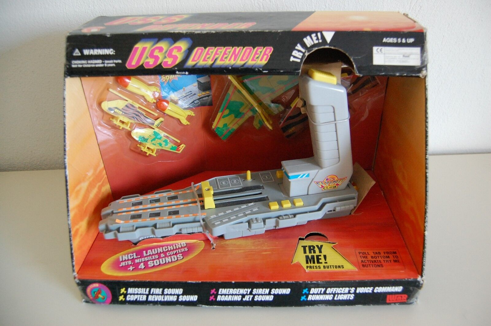 VINTAGE TOYS AIRCRAFT CARRIER USS DEFENDER  SOUNDS EFFECT 1994 WNR FLYING CLUB