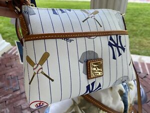 NEw-With-Tags-Dooney-amp-Bourke-Authentic-NY-Yankee-Ginger-Crossbody-MSRP-148