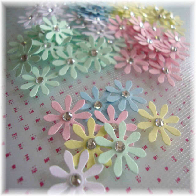 Paper Flower Daisy Embellishments Scrapbooking Cardmaking Table Confetti 15mm