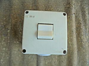 Alter-Schalter-Lichtschalter-Kippschalter-3-polig-DDR-VEB-Feuchtraum-Aussen