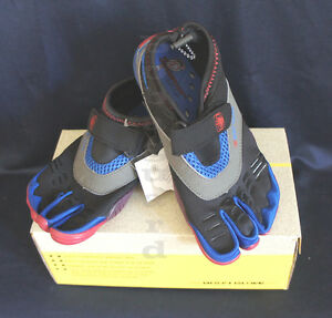 539a0a0fe39f BODY GLOVE BOYS 3T BAREFOOT MAX Kids WATER SHOES THREE-TOE Blue Red ...