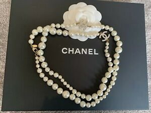 AUTHENTIC-Classic-Chanel-Gold-CC-Pearl-Necklace-Long-HARRODS