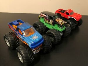 HOT-WHEELS-MONSTER-JAM-1-64-Lot-ILLUMINATOR-GRAVE-DIGGER-EL-TORO-LOCO-3-TRUCKS