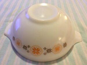 Vintage Pyrex 4 Qt Cinderella Bowl 444 Town & Country Brown Orange White Design