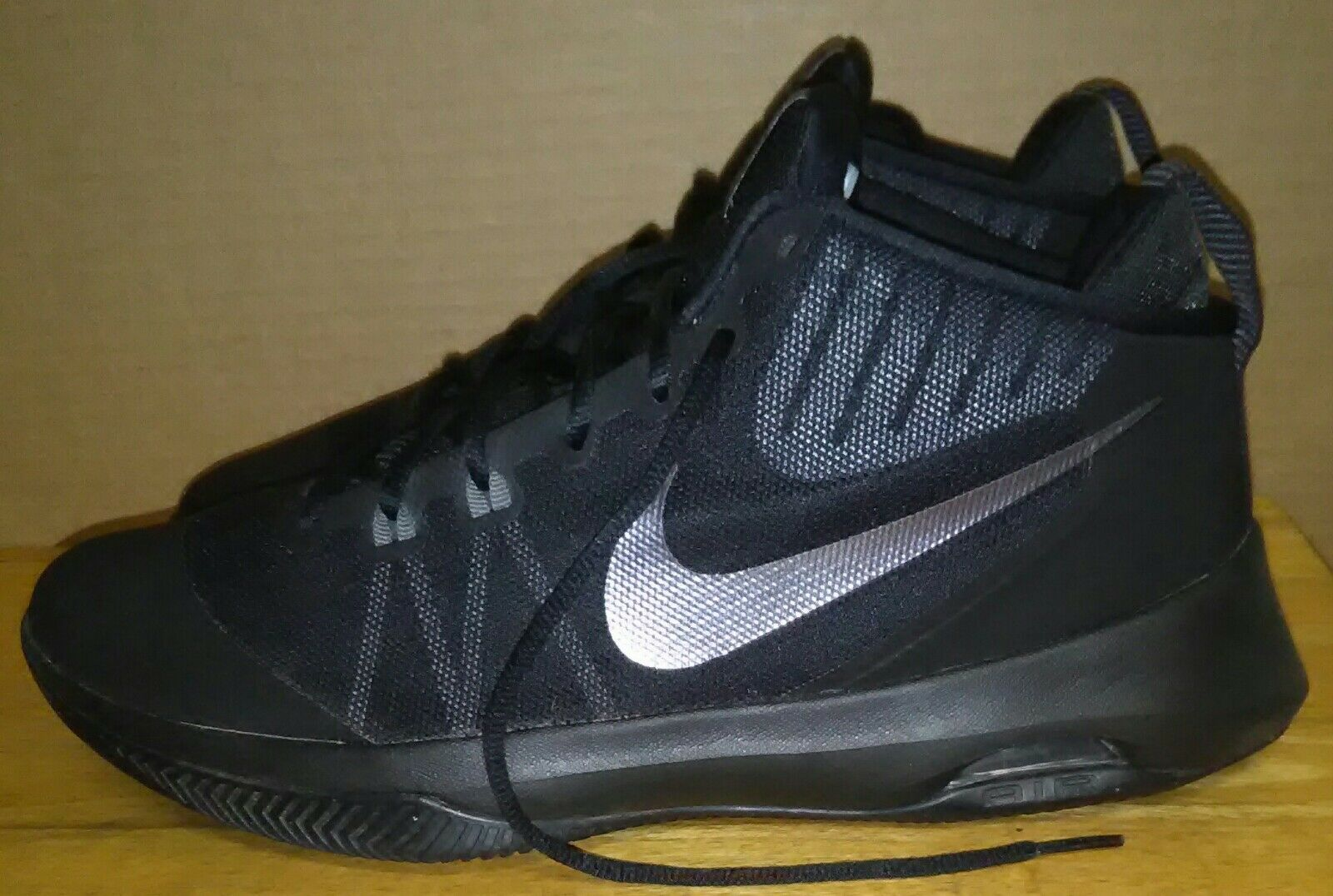 cheaper f05c6 72fed ... low price 2016 nike air versitile 852433 001 nbk schwarz grau 852433  001 versitile schuhe mens