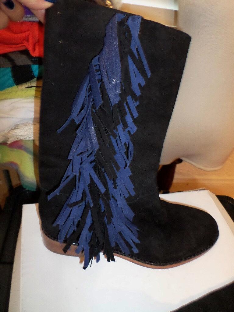 miglior prezzo VIA VIA VIA SPIGA FRINGE stivali nero WITH blu FRINGE Dimensione 9 NWT 398  vendita con alto sconto