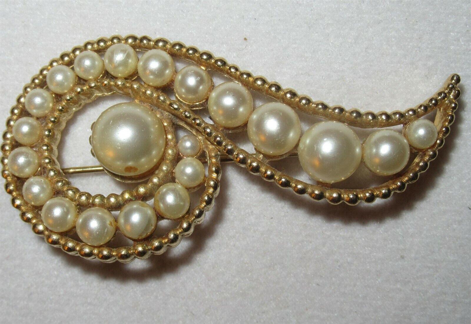 Vintage Marvella Pearl & Gold Tone Brooch - image 1