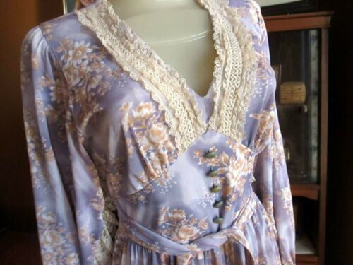 True Vtg 70s LILAC STRETCH Lace Butterfly Praire H