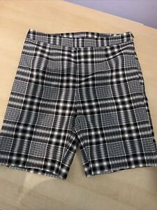 COLLUSION tailored legging short in check, Size 8, New