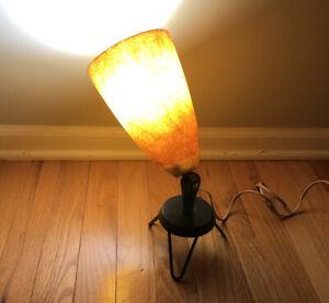 Vintage-MCM-Cream-Fiberglass-Uplight-Floor-Lamp-Atomic-Hairpin-Stand-Black-Metal