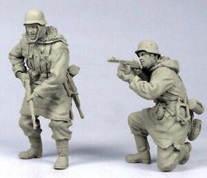 1-35-Resin-WWII-German-Infantryman-in-Battle-Unpainted-Unassembled-QJ054