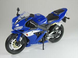 Modell-1-12-Yamaha-YZF-R1-blau-Maisto
