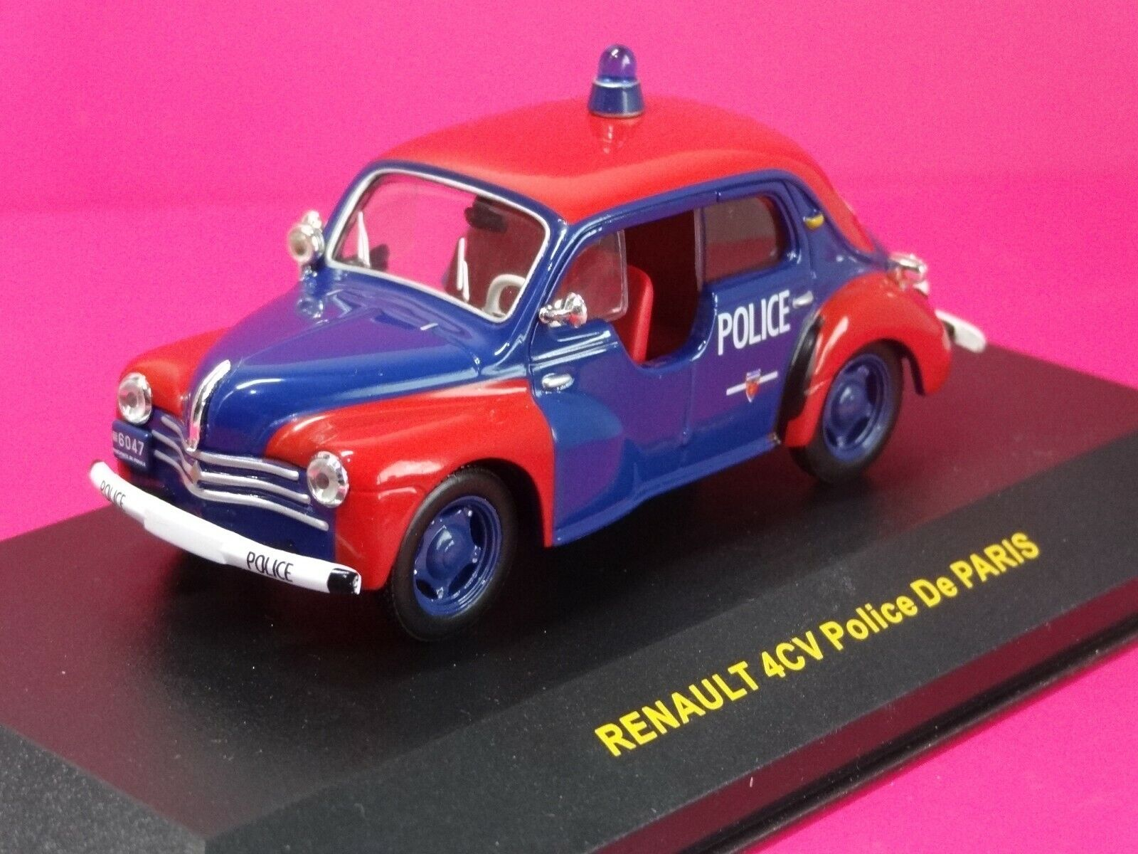 (W) IXO 1 43 RENAULT 4 CV POLICE - CL C043 BOXED