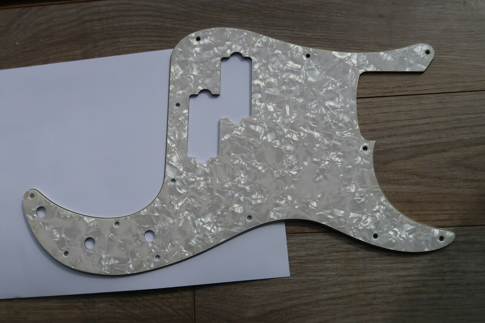 Squire Vintage Vibe Precision by Fender Precision Pearloid Pickguard Guard