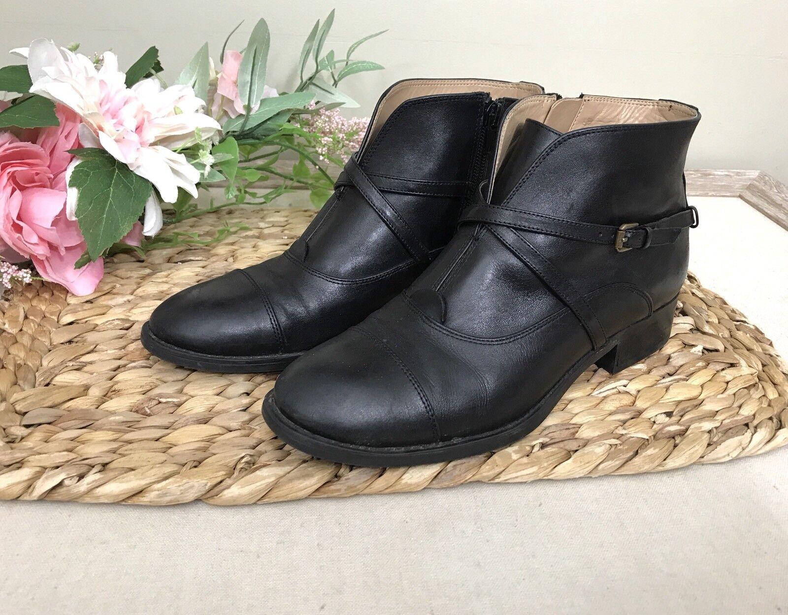 Isaac Mizrahi New York sz 8 Black Leather Ankle Boots Strap Detail Zipper