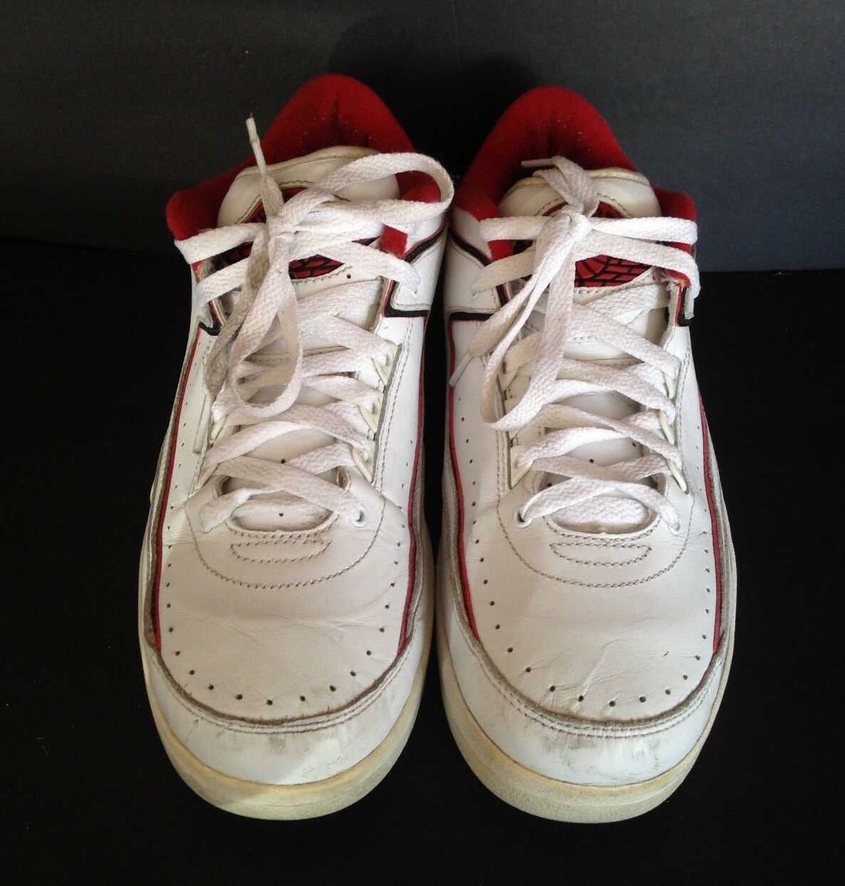NIKE AIR JORDAN 2 RETRO OG LOW SIZE 9.5 WHITE AND RED PRE-OWNED