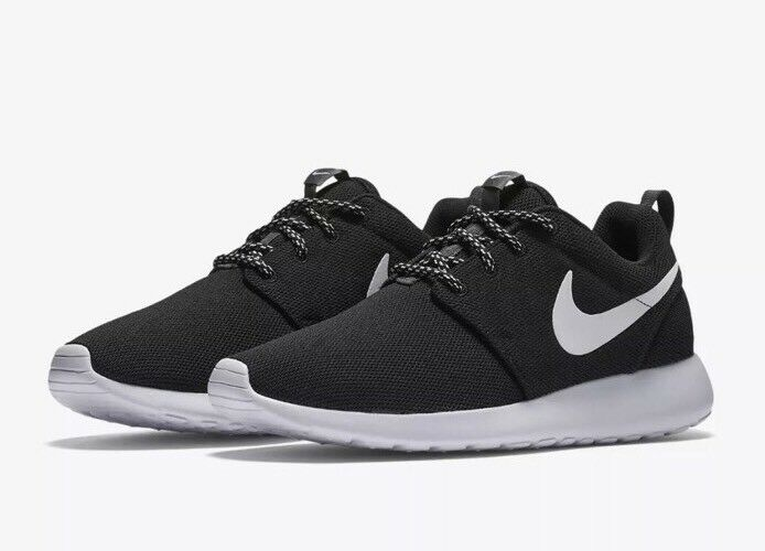 New  Women's Nike Roshe One Athletic Casual Shoes 844994-002 Black/White SZ 11.5