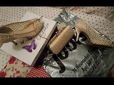 Scarpe e borsa abbinata