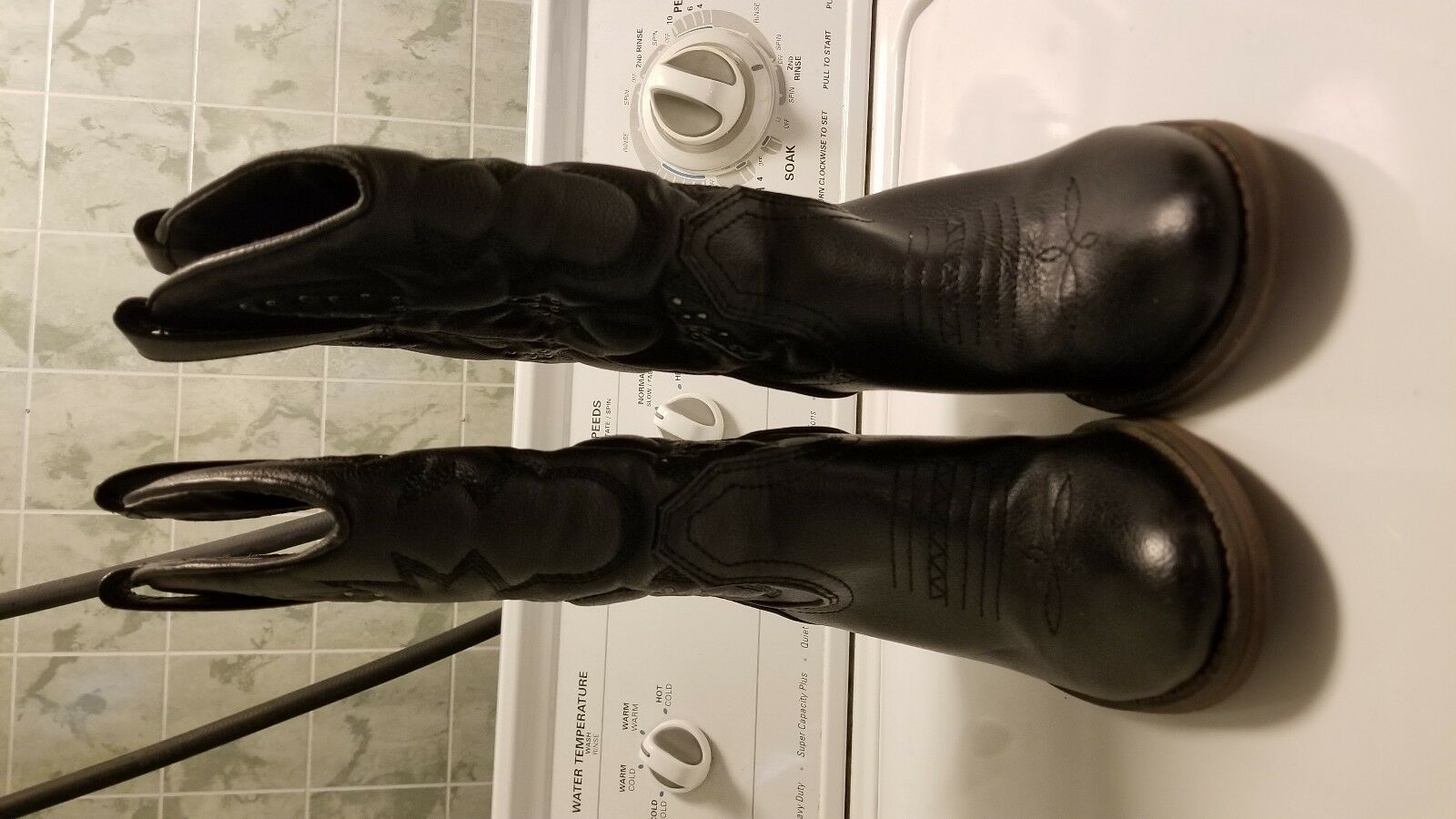 Womens cowgirl boots size 6