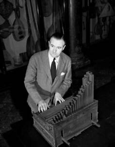 OLD-CBS-RADIO-PHOTO-CBS-Concert-Organist-E-Power-Biggs-1940s-2