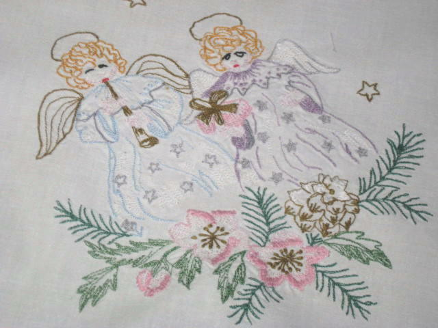 ANGELS WE HAVE HEARD ON HIGH  VINTAGE GERMAN CHRISTMAS TABLECLOTH CLARINET