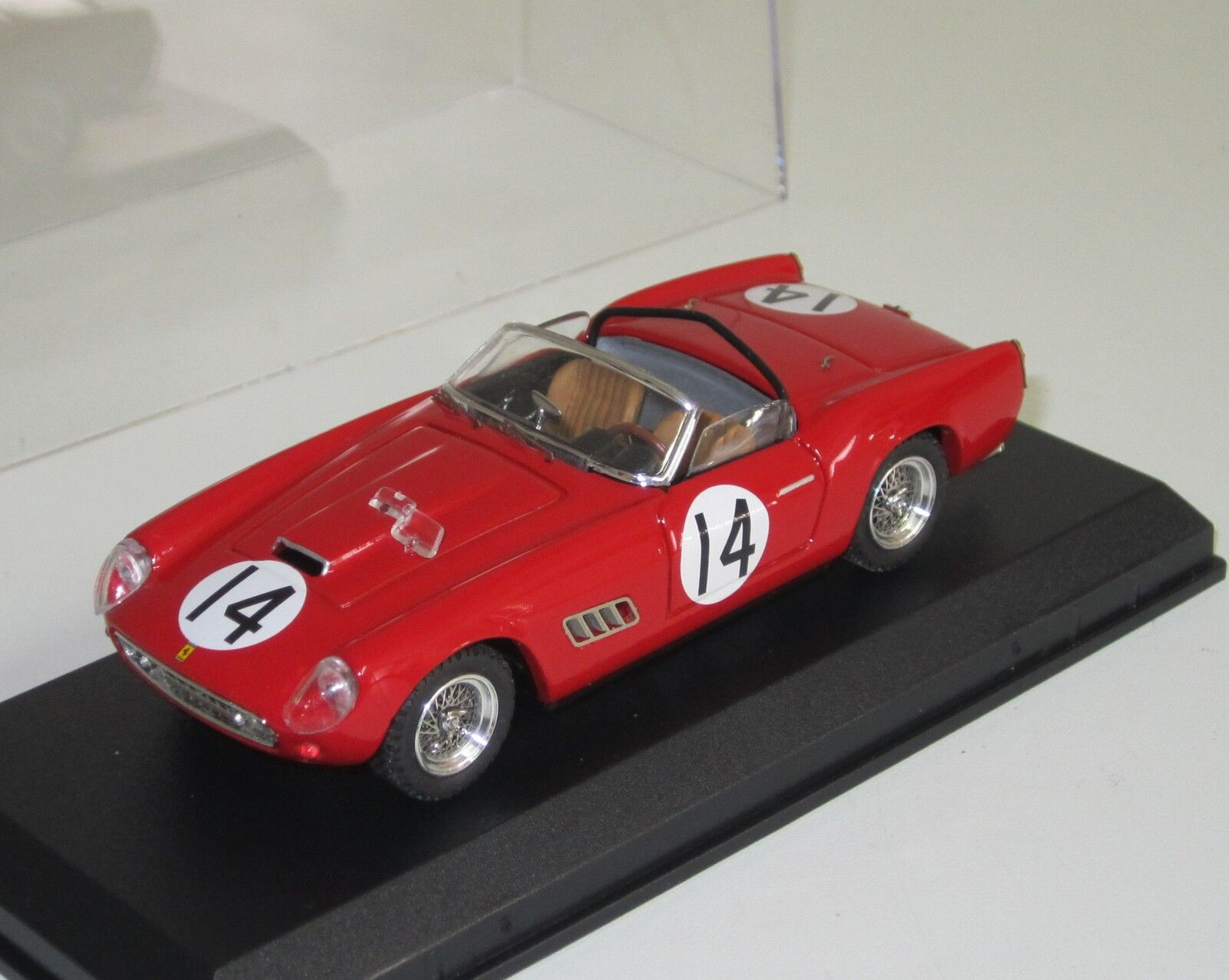 ART MODEL - FERRARI - n° 14 1 43 à identifier