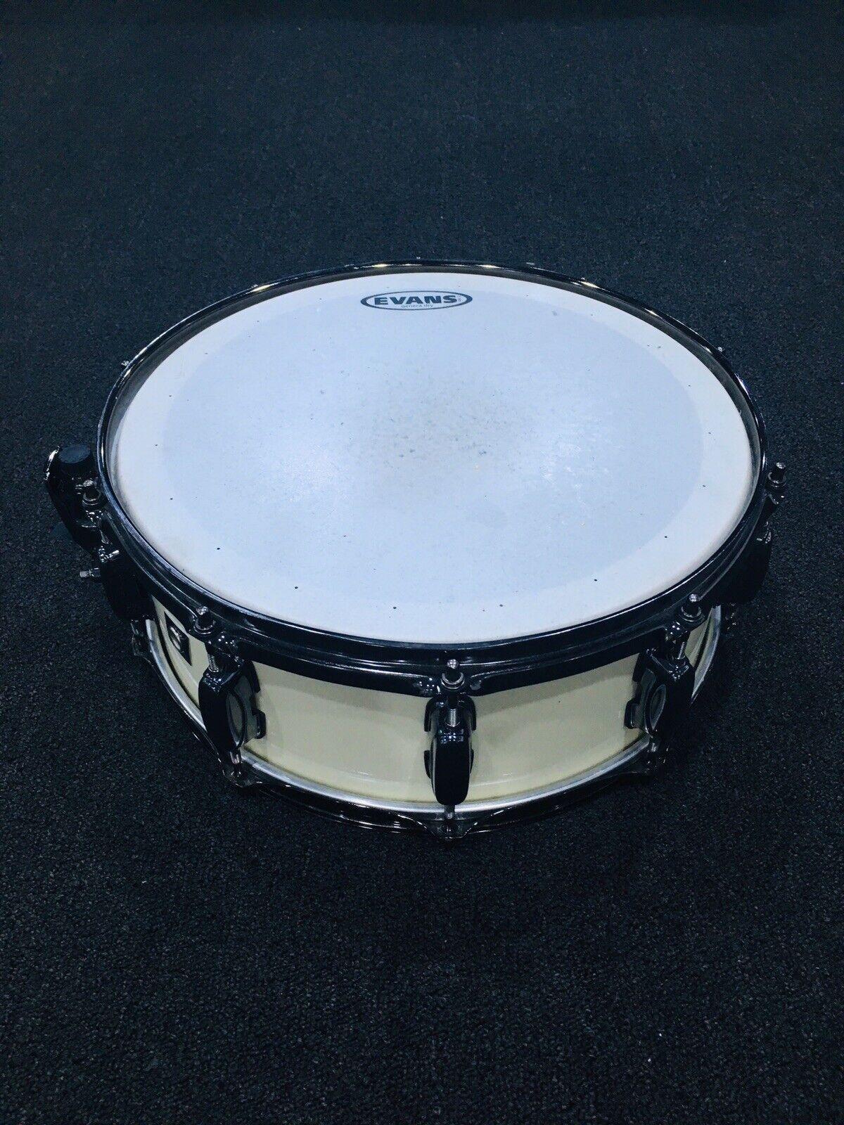 Tama 5.5x14 Maple Snare Drum Cream Smoked Nickel Hardware Very Nice