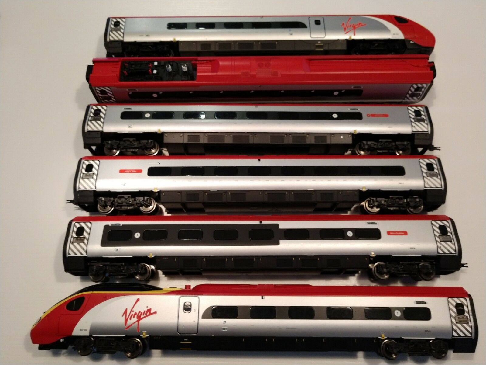 Hornby Virgin Pendolino OO tilting DCC ready ready ready with Directional Lighting Train Pac 296449